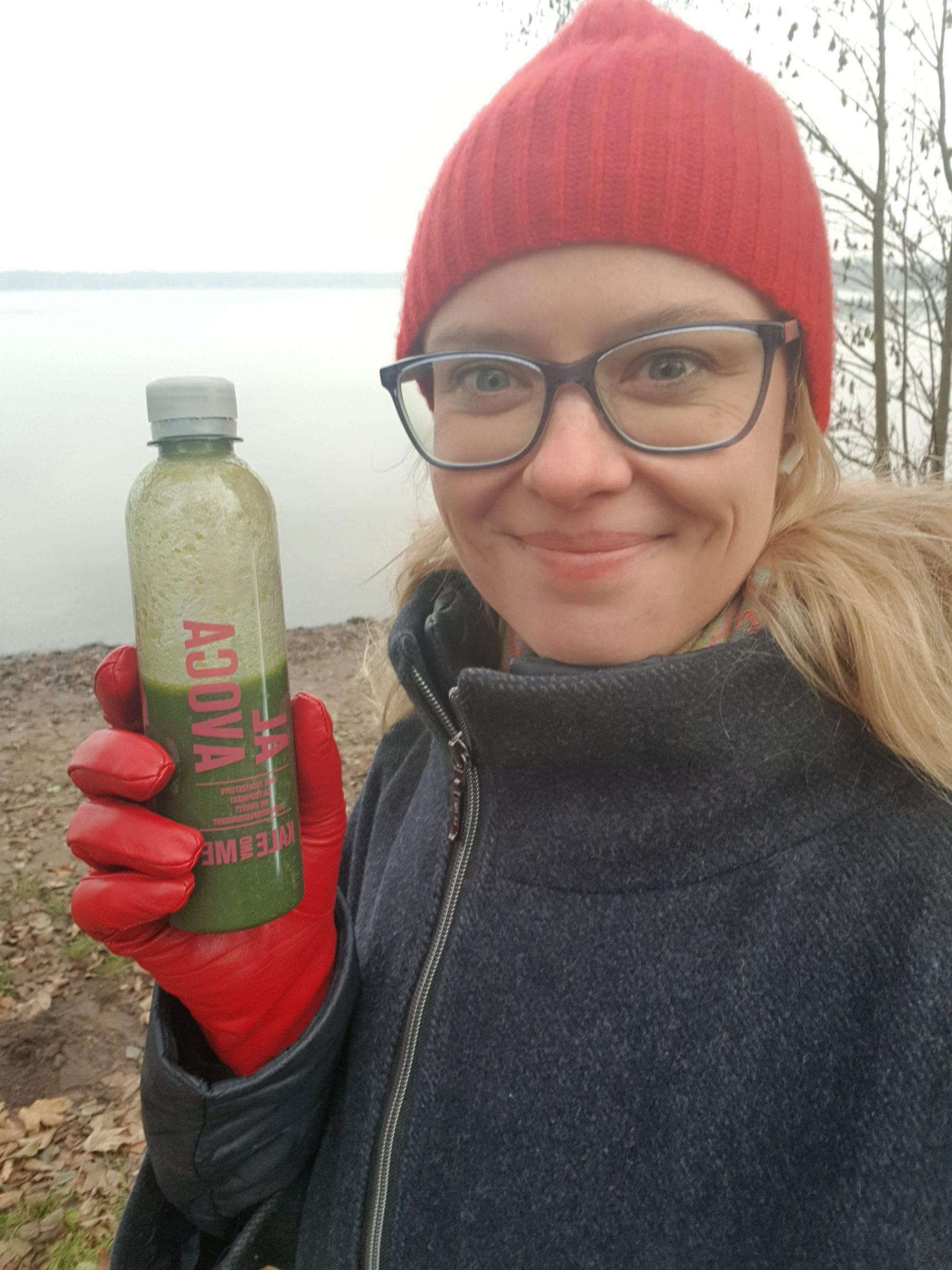 Gretel mit Flasche Saft am Wandlitzsee
